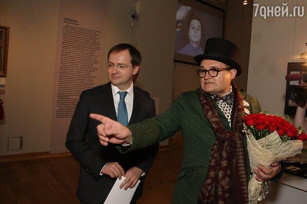 Историк моды провел мини-экскурсию министру культуры РФ Владимиру Мединскому