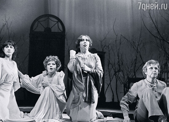 Марина Неелова, Алиса Фрейндлих, Галина Соколова и я в спектакле «Вишневый сад»