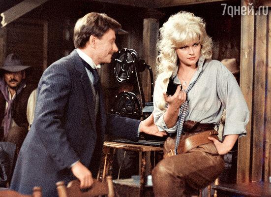 На роль Дианы в фильме Аллы Суриковой «Человек с бульвара Капуцинов» пробовались сотни актрис. Но Андрей Миронов выбрал именно Яковлеву. Говорят, потому что она была похожа на его маму в молодости