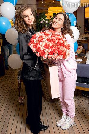 Виктория Дайнеко и  Камилла Байсарова
