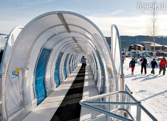 Среди разных горнолыжных подъемников больше всего поражает этот, похожий на эскалатор в метро