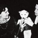 Клавдия Шульженко сГеоргием Епифановым и собакой Кузей. 1958 г.