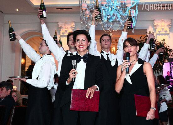 Ольга Шелест и многие другие подъехали к назначенному часу в ресторан, где их уже ждал хозяин вечера Аркадий Новиков
