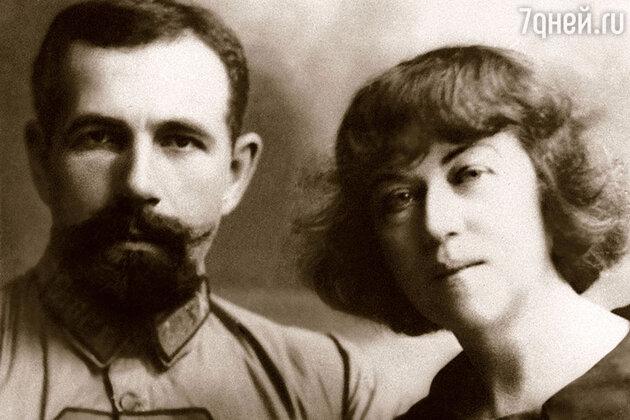 Павел Дыбенко и Александра Коллонтай.