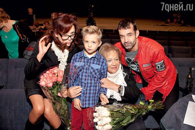 Ольга Дроздова с сыном Елисеем, Галина Волчек и Дмитрий Певцов