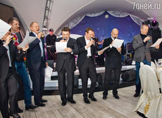 «Хор мальчиков» исполнил песню «Буйнов, будь здоров» на мелодию «Песни про зайцев» из «Бриллиантовой руки»