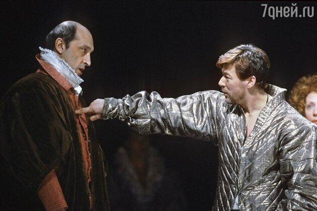 Александр Збреув и Михаил Козаков  в спектакле «Гамлет»