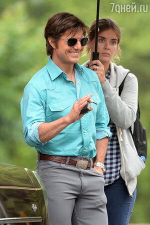 Том Круз и его  ассисентка Эмили