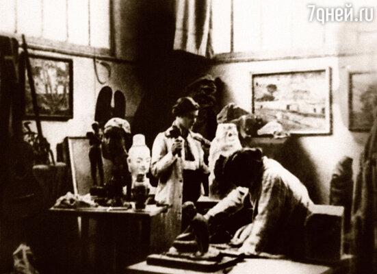 В мастерской знаменитого Бурделя Вера стала одной из лучших учениц, но засиживаться за работой  ее заставляла не только тяга к искусству. Вера влюбилась... Франция, Париж