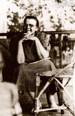 После смерти мужа Вера Игнатьевна прожила одиннадцать лет. Умерла она, как и Алексей Замков, из-за слабого сердца. На даче в Абрамцеве