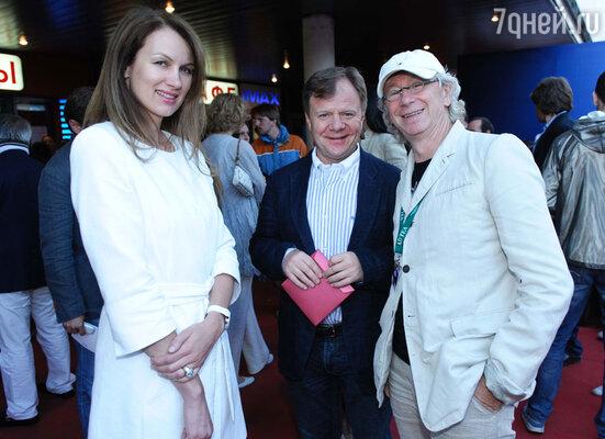 Игорь Бутман с женой и Аркадием Укупником (справа)