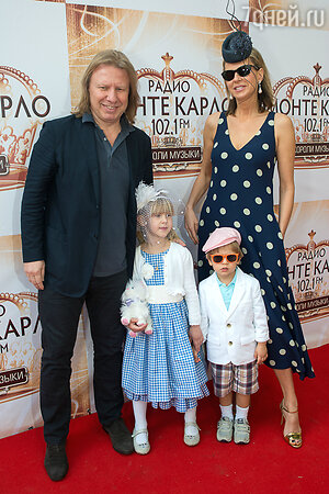 Виктор Дробыш с супругой Татьяной и детьми