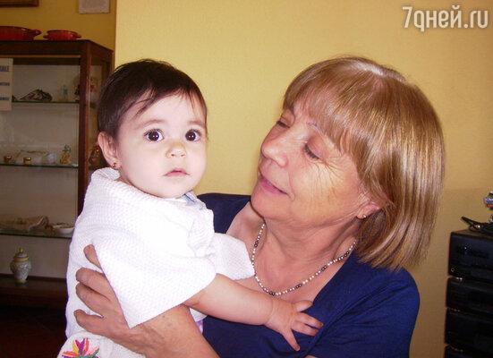 Тетушка Тонина всегда встречает гостей  с улыбкой