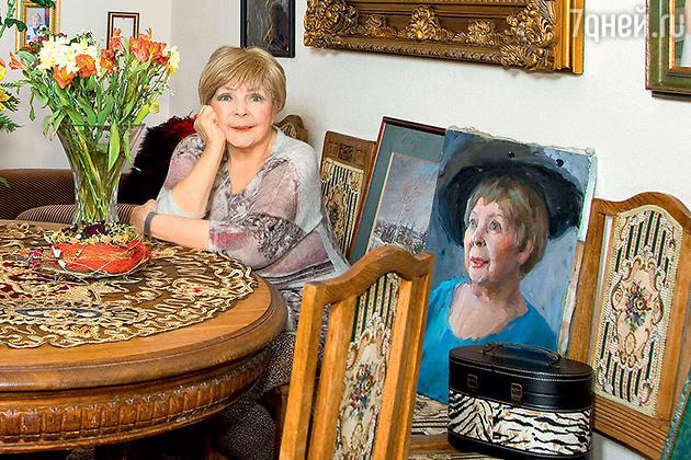 Ольга Аросева в своем загородном доме в Подмосковье. 2010 г.