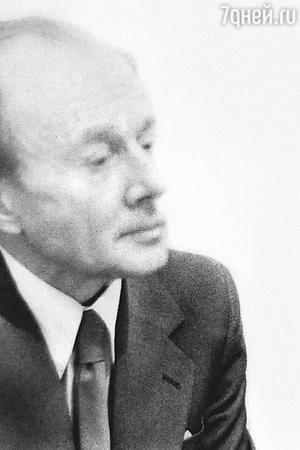 «Второй муж Ольги, артист Юрий Хлопецкий, начал сильно выпивать. Аросева терпеть немогла пьющих, иони расстались»