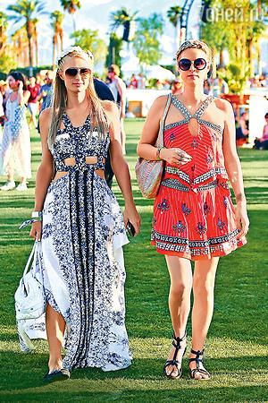 Сестры Хилтон — большие модницы. Пэрис выбрала классику — «авиаторы», а Ники — самую актуальную форму в этом сезоне — круглые очки в массивной оправе