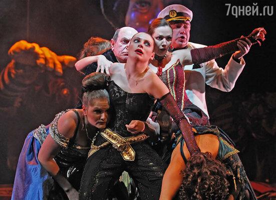 Спектакль «Бабьи сплетни» в театре им. Станиславского