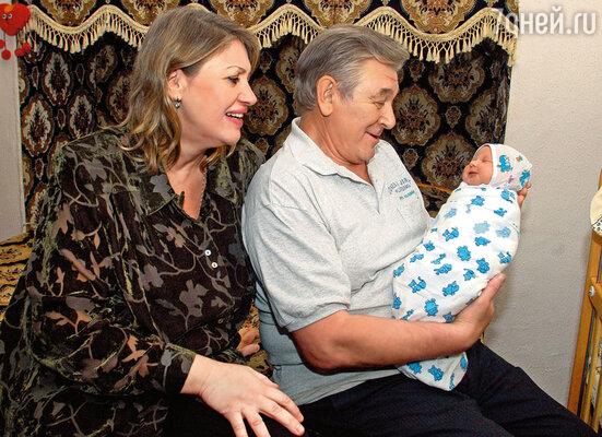Людмила и папа с дочкой Сашенькой