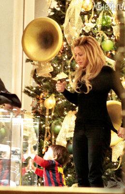 Шакира ссыном на«sale» вБарселоне
