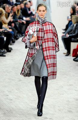 Это клетчатое пальто от«Celine» стало одной изсамых запоминающихся моделей 2013 года