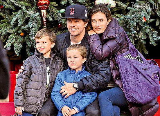 Марк Уолберг любит заниматься шопингом вместе с семьей