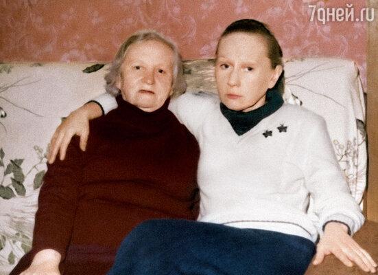 Мама с бабушкой Надеждой Павловной