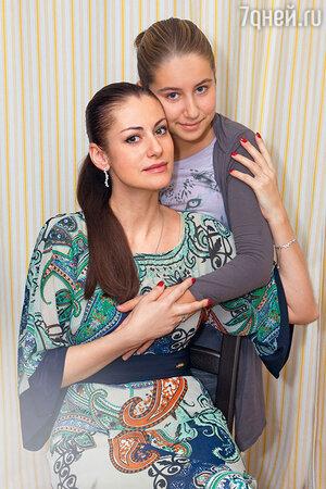 Анна Ковальчук с дочкой Златой