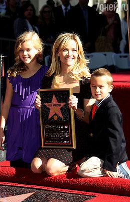 Риз Уизерспун с дочерью Авой и  сыном  Диконом