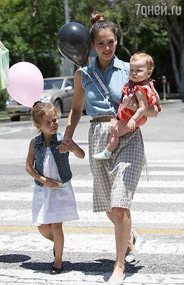 Джессика Альба с дочерьми Онор и  Хэвен