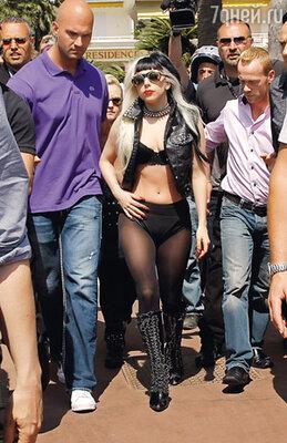Приезд Леди Гага вызвал  невероятный ажиотаж на Круазетт, но расстроил поклонников Мадонны. Икона поп-музыки не появляется там, где ступает нога ее столь успешной поп-реинкарнации