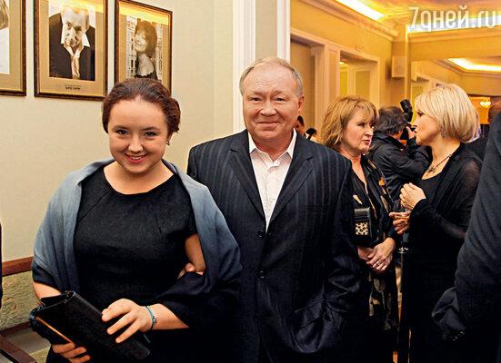 С дочкой на Санкт-Петербургском международном кинофоруме, где Саша поразила всех своим обаянием