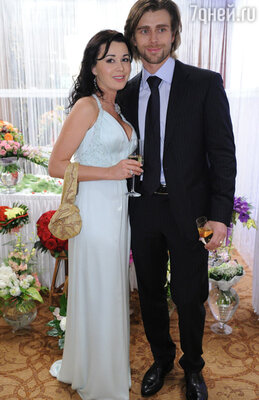 Муж Анастасии Петр Чернышев с удовольствием разделяет пристрастия супруги.  Ему, спортсмену, тоже необходимо всегда быть в форме