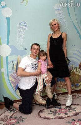 Марат Башаров с женой Елизаветой и дочерью Амели