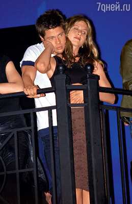 Вся Америка вздрогнула, когда рассталась одна из самых красивых пар Голливуда. СБрэдом Питтом. 1998 г.