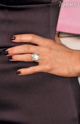 То самое кольцо за 450 тысяч долларов, подаренное Дженнифер женихом в честь помолвки