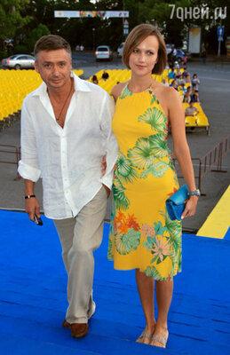 Антон Табаков с женой