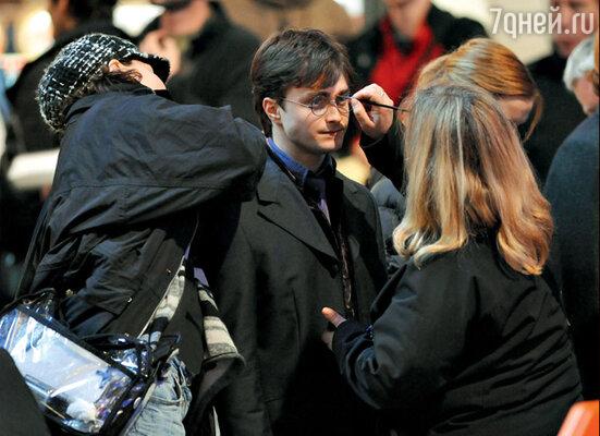В последний раз Гарри Поттеру «склеивают» его вечно разбитые очки