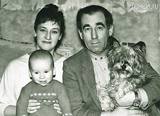 Александр Левенбук с женой и сыном