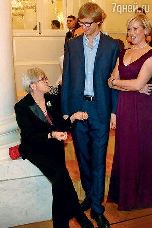 Алиса Фрейндлих с дочерью Варварой и внуком Никитой. 2013 г.