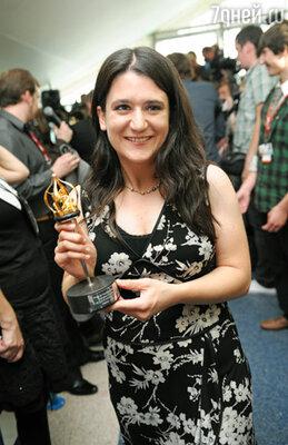 Режиссер Мариана Ченильо получила приз в номинации «Лучший режиссер» за фильм «5 дней без Норы»