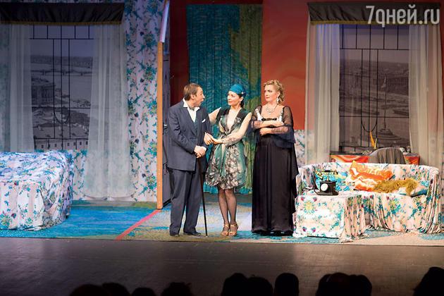 Кайков, Антонова и Порошина в спектакле «Идеальная жена»
