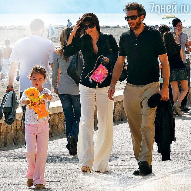 Моника Беллуччи и Венсан Кассель с дочерью