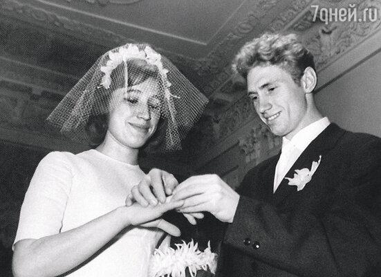 Поженились мы 30 декабря — в самый канун Нового, 1964 года