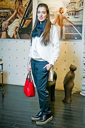 Арт-галерею посетила звезда сериала «Сладкая жизнь» Анастасия Меськова