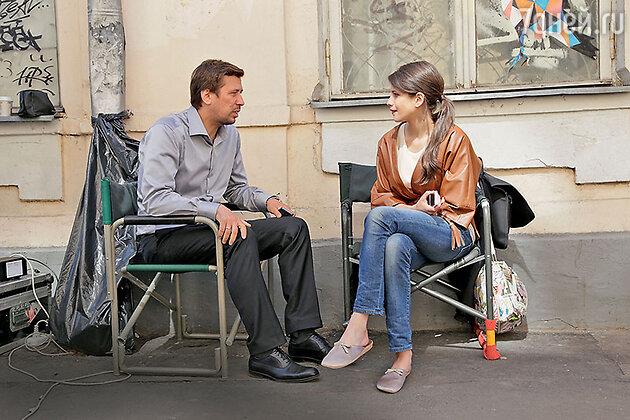Андрей Мерзликин играет именитого режиссера, у которого роман с героиней Анны Чиповской