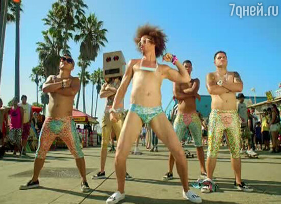 Кадр из клипа «Sexy And I Know It»