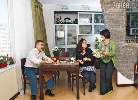 «В эмиграцию мы никогда не уезжали. Просто переехали из Москвы в Тель-Авив. Поэтому эту московскую квартиру не продали, а сдали»