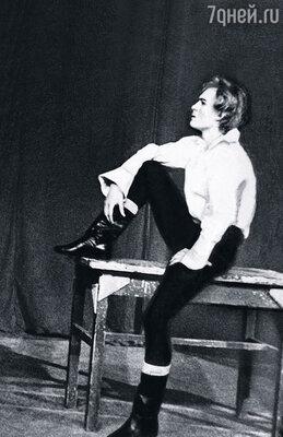 Выпускник Щукинского училища Жданько  сразу получил серьезные  роли в Театре имени Вахтангова. В спектакле «Маленькие трагедии»