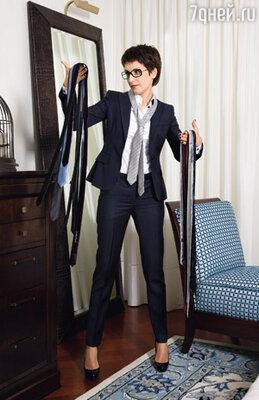 Первый раз надев мужской галстук на эфир, Юля все ждала, когда позвонит начальство с комментариями. Но, похоже, всех все устроило!