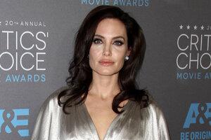 Анджелина Джоли в ужасе: она может лишиться своих старших сыновей